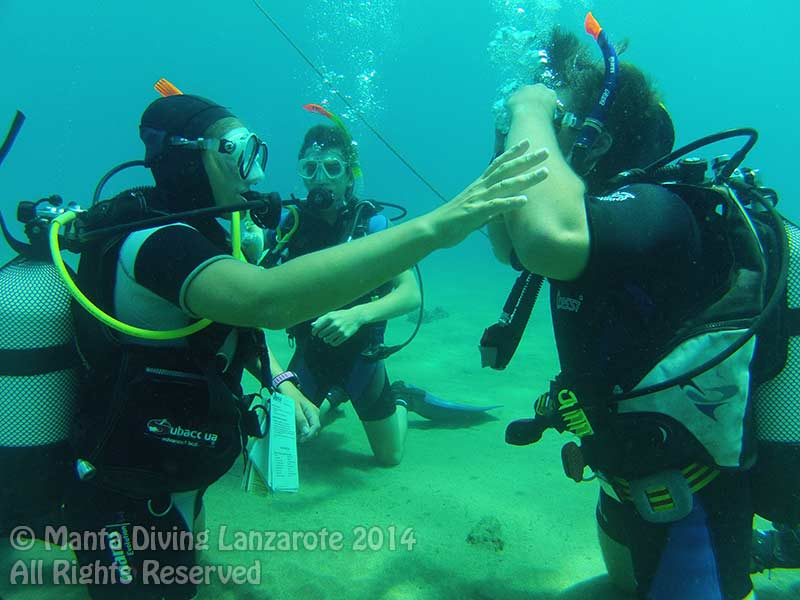 rachel-teaching-padi-scuba-diver-course