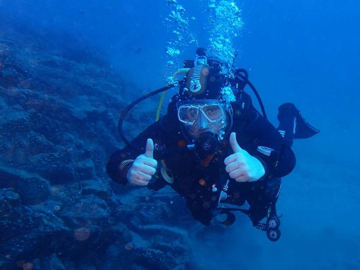 Ian durant une des plongées du cours PADI advanced open water à Lanzarote, iles Canaries