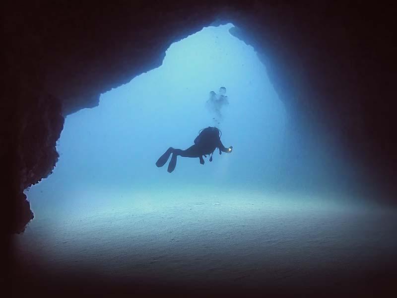 La Cathedral, un des sites de plongée proposé par Manta Diving Lanzarote