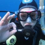 Juhu et Ibai durant le cours plongeur open water PADI à Lanzarote, La plongée sous-marine est une activité amusante a pratiquer en famille