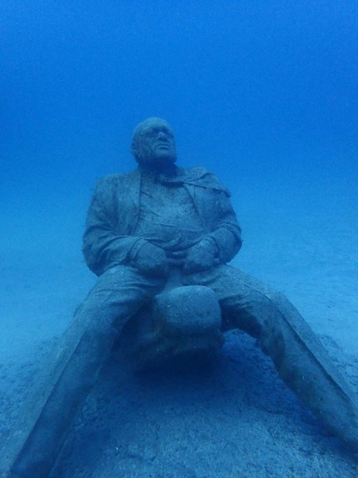 Dérégulé, nouvelle sculpture du Museo Atlantico, premier musée sous-marin d'europe! Lanzarote, Iles Canaries.